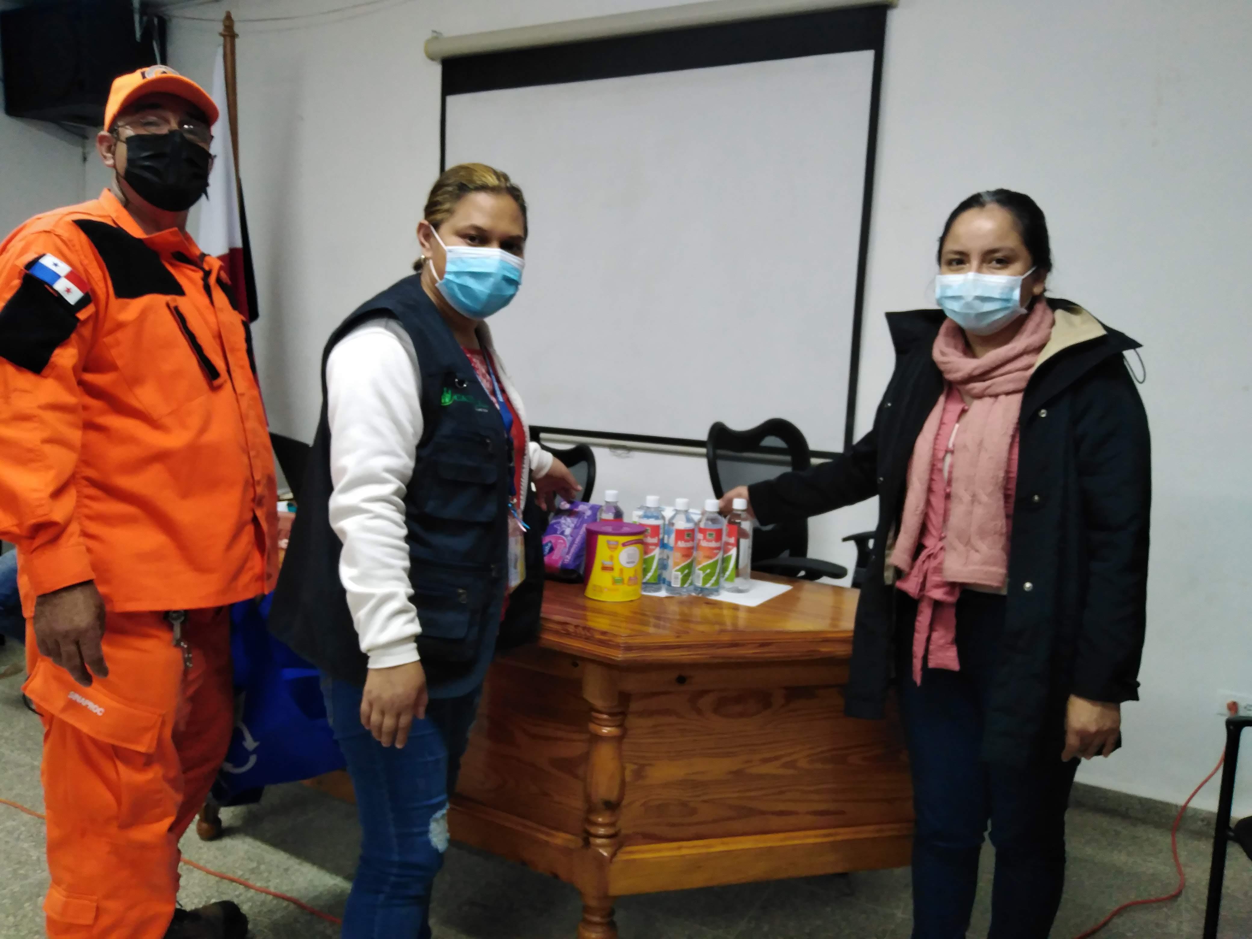 A la derecha, la activista Yuri Pittí en Chiriquí.
